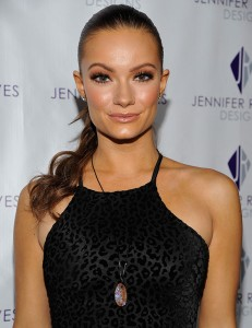 Caitlin O'connor wearing Jennifer Reeves