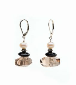 High-quality Smoky Quartz, Freshwater Pearl & Black Onyx Sterling silver lever back & ear wire Total length: 43 mm